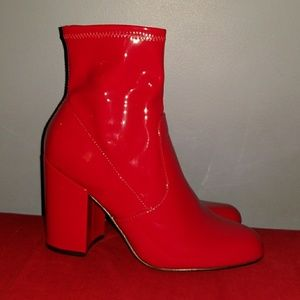 GORGEOUS Steve Madden Patent Leather Red Boots 9